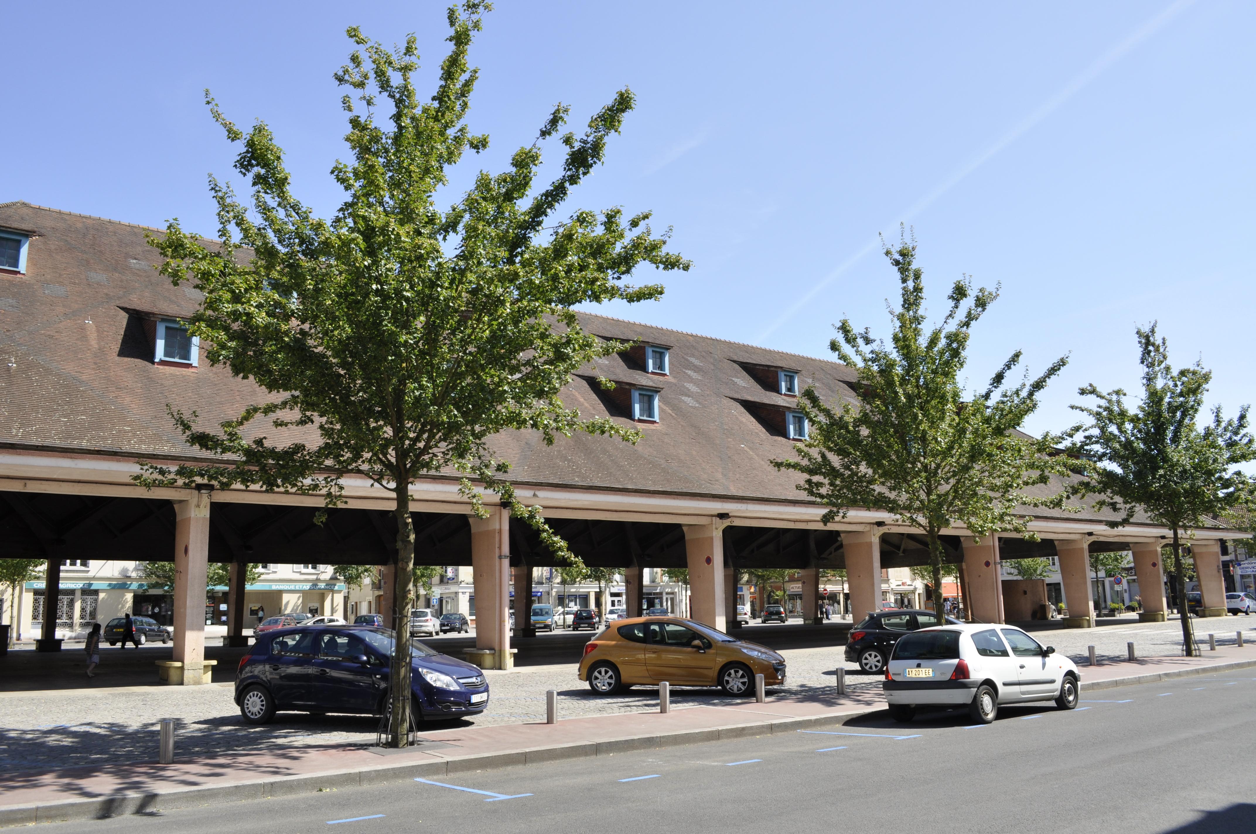 File vitry le fran ois centre ville halles jpg wikimedia for Garage vitry le francois