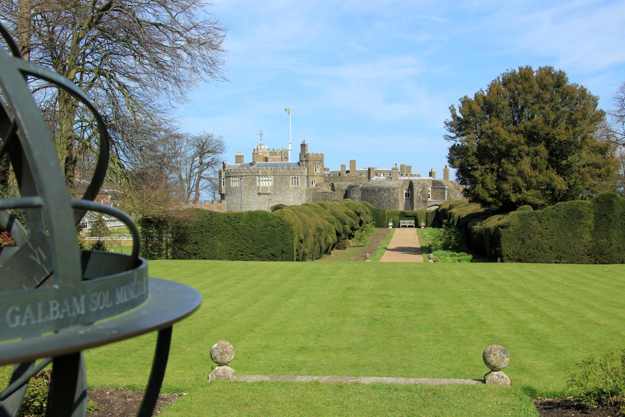 FileWalmer Castle Gardens EH 20 04 2012 7189012196