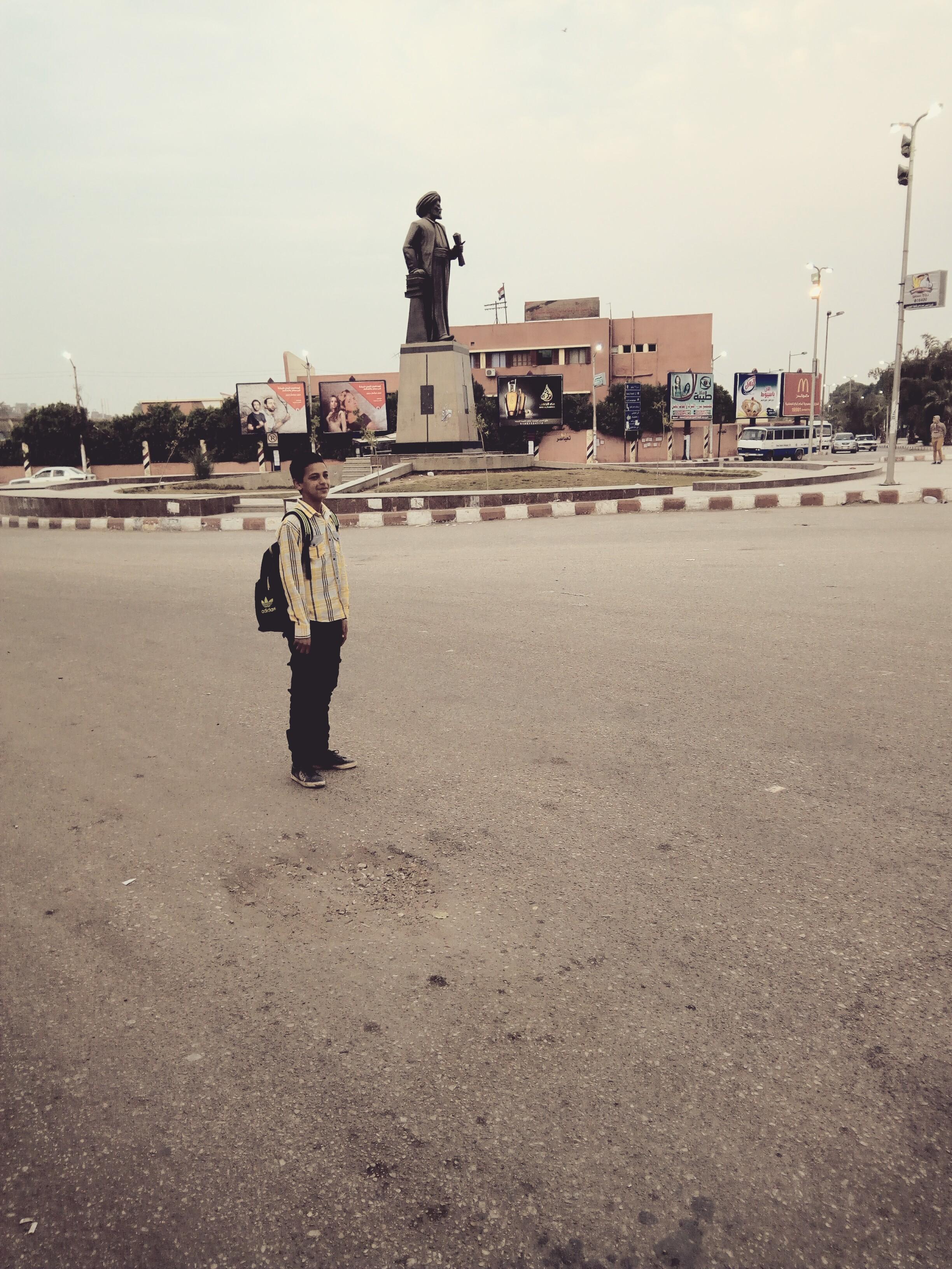 File:تمثال رفاعة رافع الطهطاوي امام جامعة اسيوط.jpg