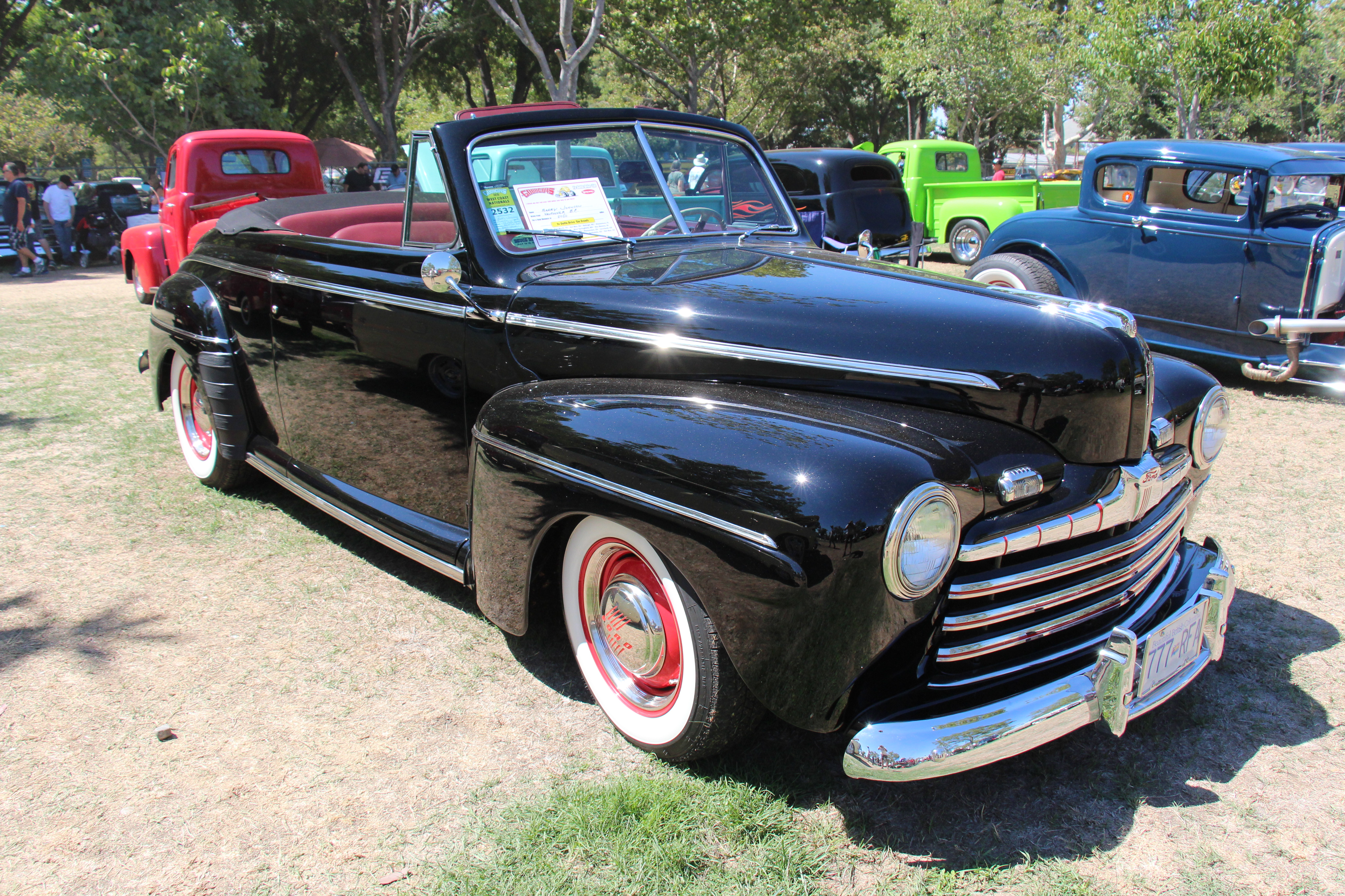file 1946 ford super deluxe convertible 21033079001 jpg. Black Bedroom Furniture Sets. Home Design Ideas