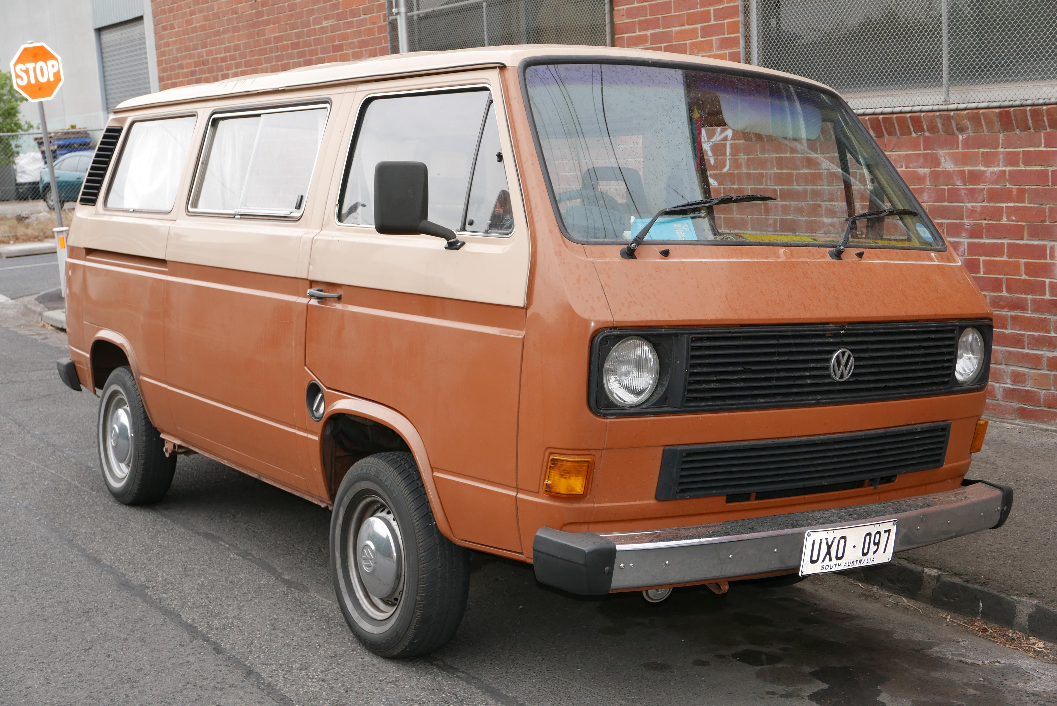 File 1984 1986 Volkswagen Caravelle 253 Cl Van 2015 12 07 01 Jpg