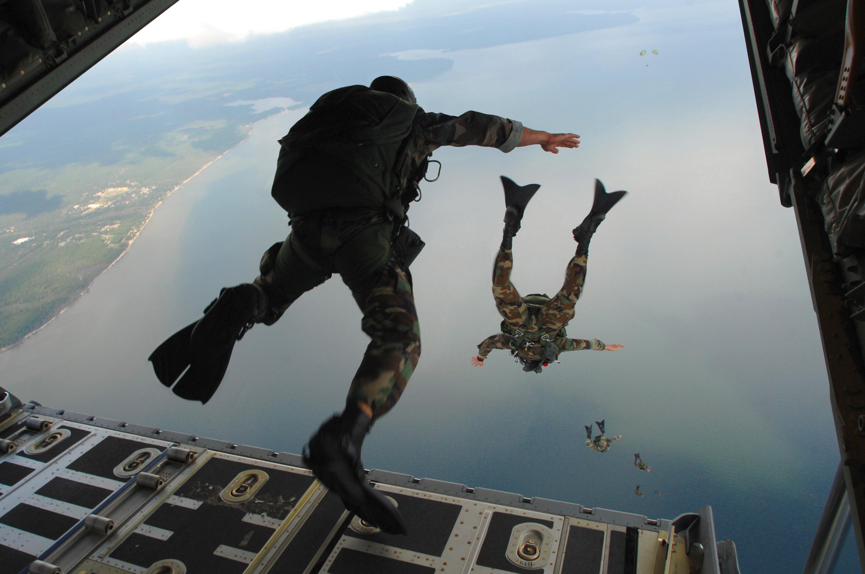 Description 720th Special Tactics Group airmen jump 20071003 jpgParatrooper Wallpaper
