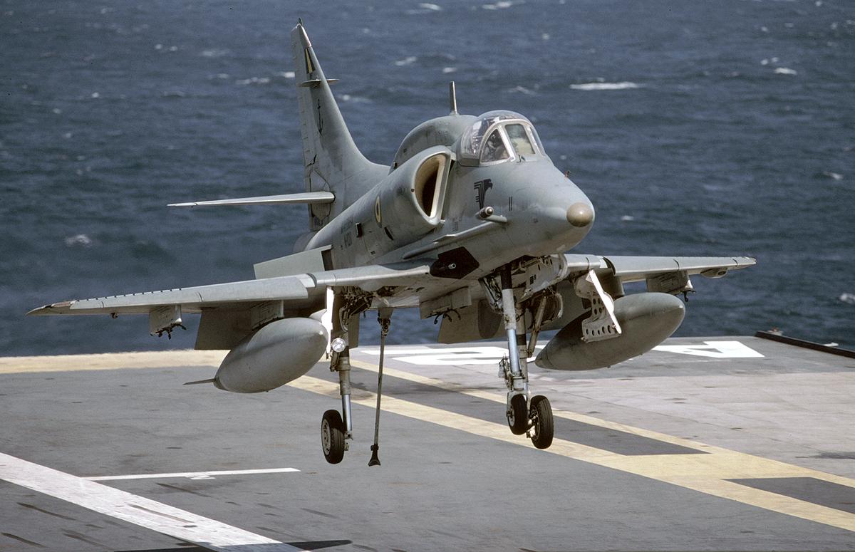 A-4 (航空機) - Wikipedia