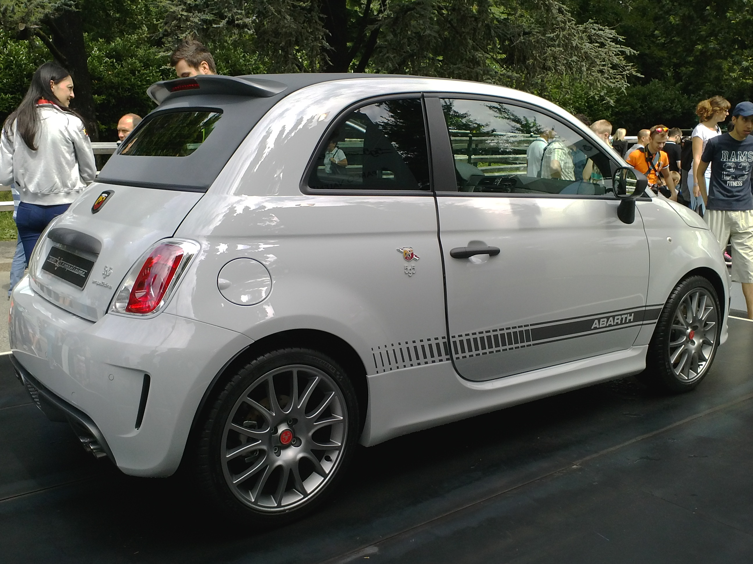file abarth 595c competizione wikipedia. Black Bedroom Furniture Sets. Home Design Ideas