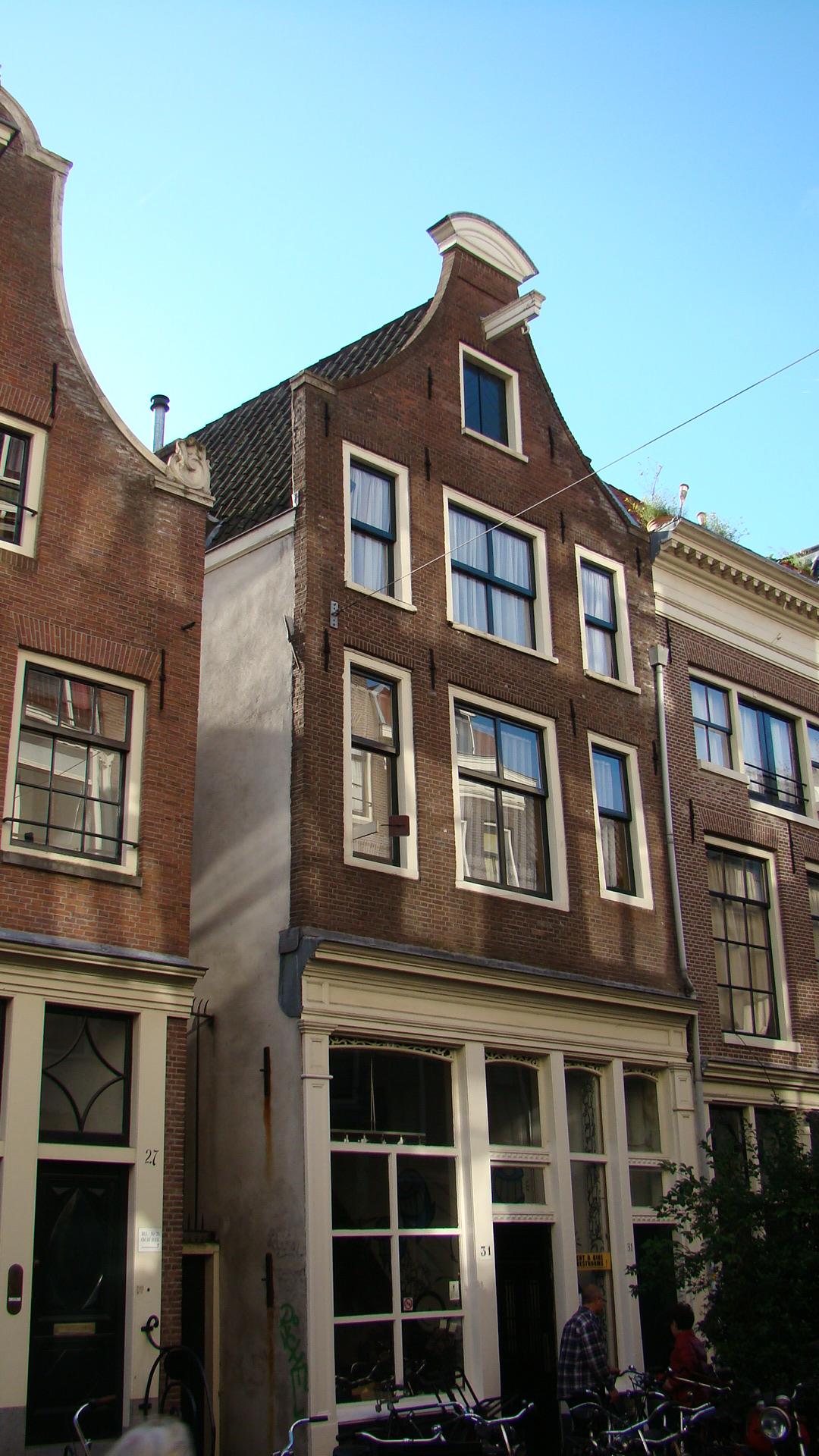 Huis met gevel waarvan de top in amsterdam monument - Provencaalse huis gevel ...