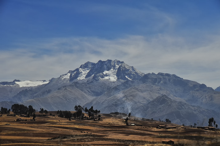 File:Andes Spine, Peru (8641513667).jpg