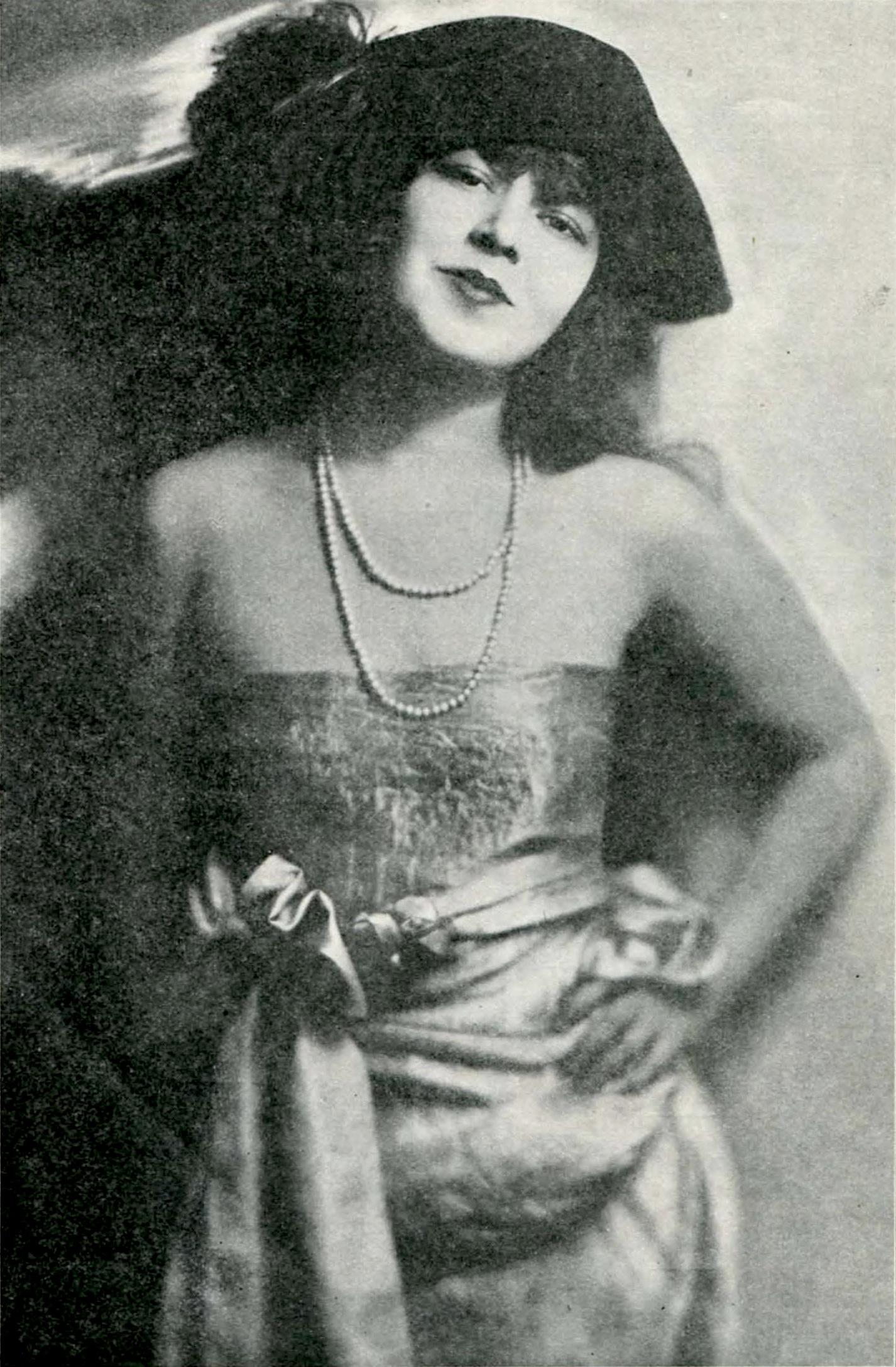 images Putri Nony Lovyta