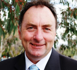 Tony McRae (politician)