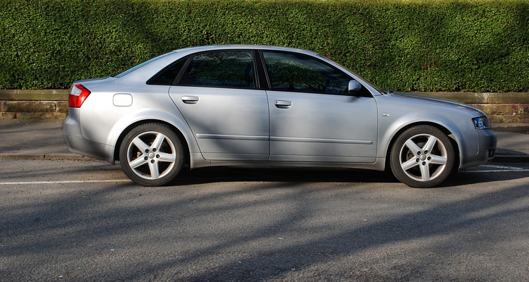 File audi a4 wikimedia commons for Mueble 2 din audi a4 b6