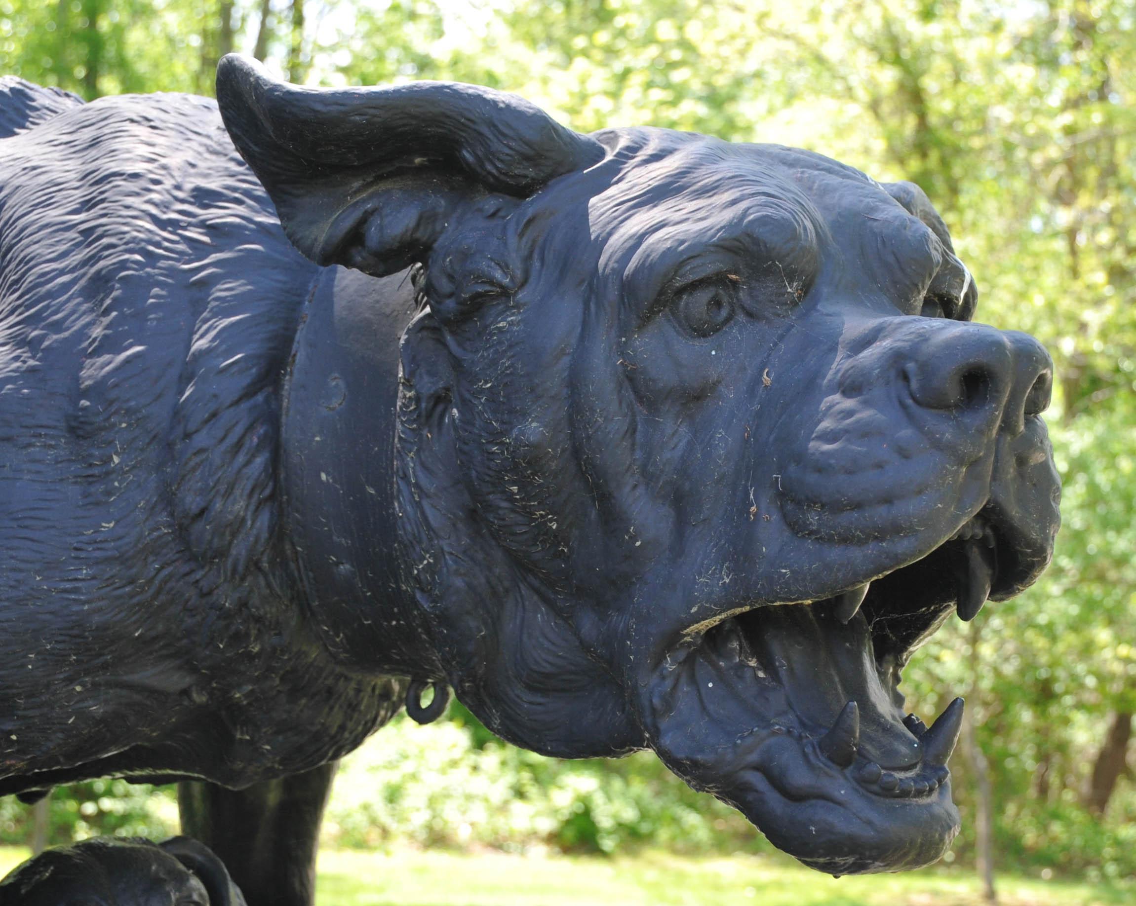 filebull mastiff statue in nemours mansion gardens