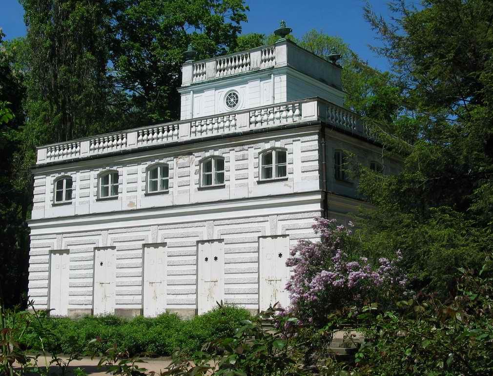 Filebialy Domek W Lazienkach Krolewskichjpg Wikimedia