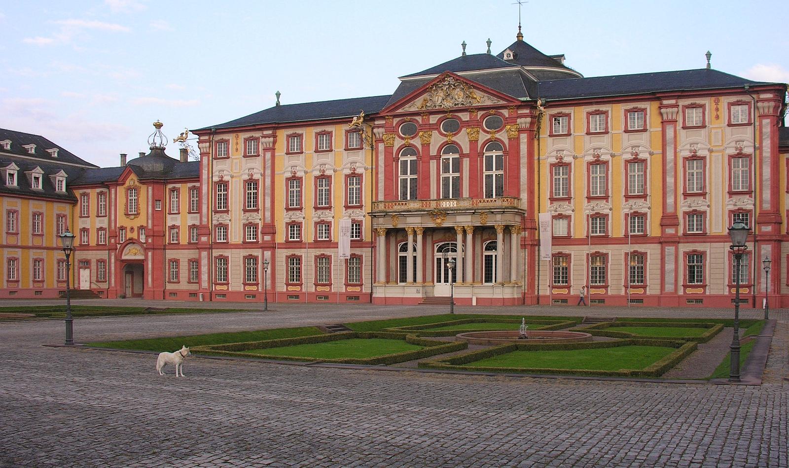 Datei:Bruchsal Bruchsaler Schloss Vorderseite Haupteingang
