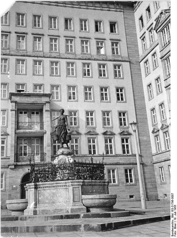 file bundesarchiv bild 183 31796 0007 leipzig ro platz brunnen wikimedia. Black Bedroom Furniture Sets. Home Design Ideas