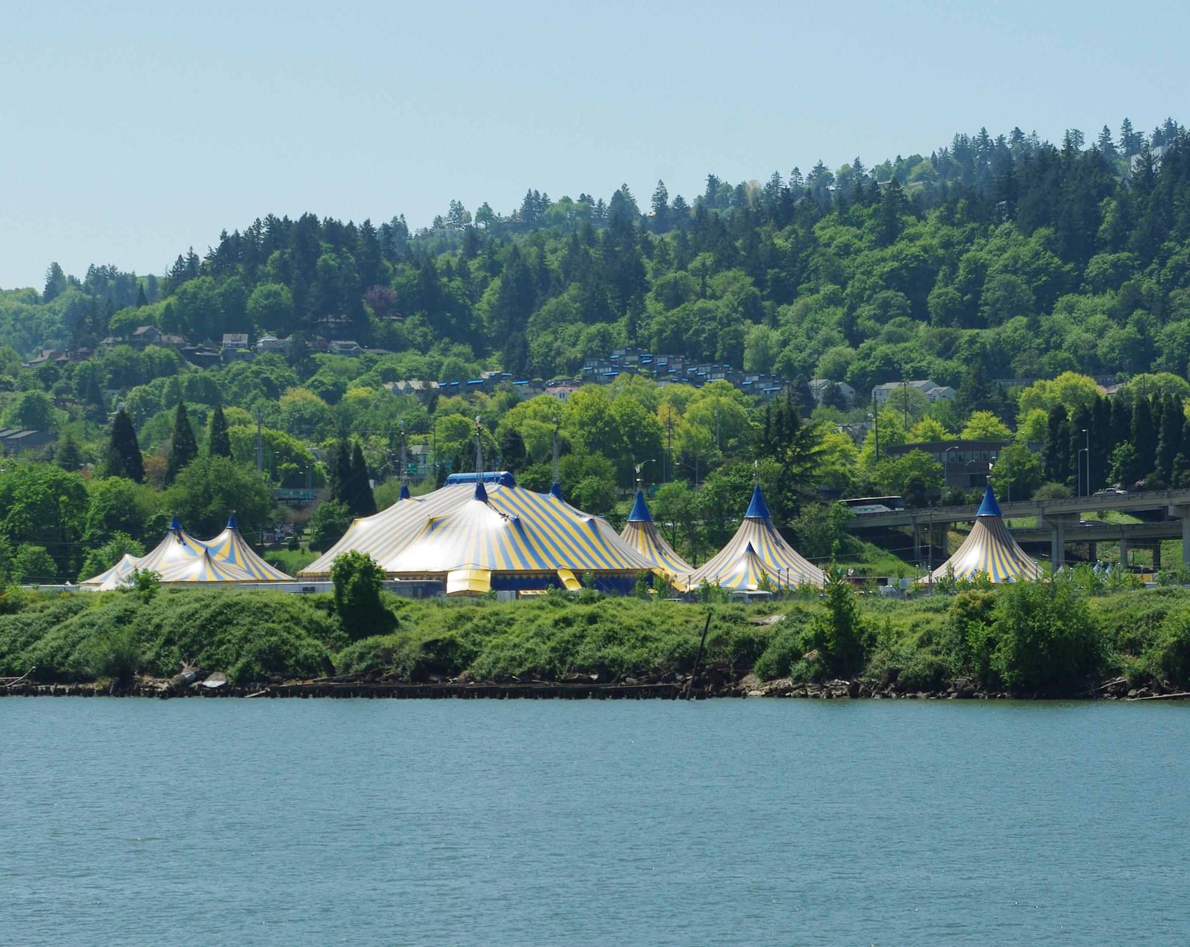 FileCirque du Soleil Kooza tent - Portland Oregon.JPG & File:Cirque du Soleil Kooza tent - Portland Oregon.JPG ...