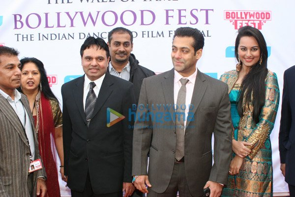 Dabangg premiere.jpg English: Salman Khan and Sonakshi Sinha at the 'Bollywood Fest' in Norway for promoting Dabangg. Date 1 January 2004 Source