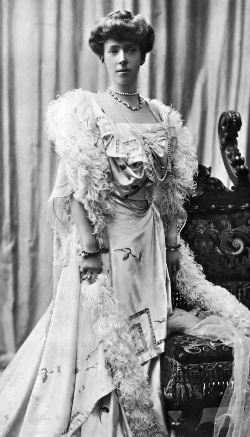 Image of Elisabeth of Bavaria, Queen of Belgium from Wikidata