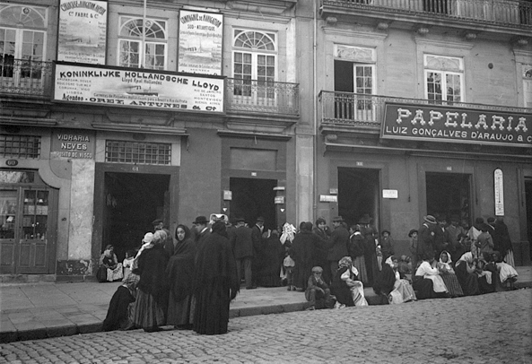 File:Emigrants (Porto).jpg