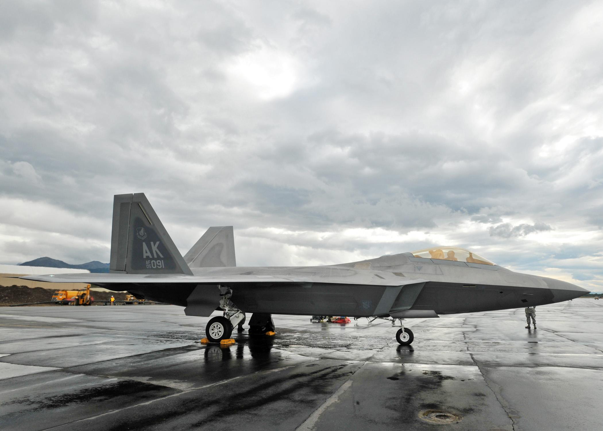 File:F-22 Raptor at Red Flag Alaska - 090727-F-9586T-110 ...