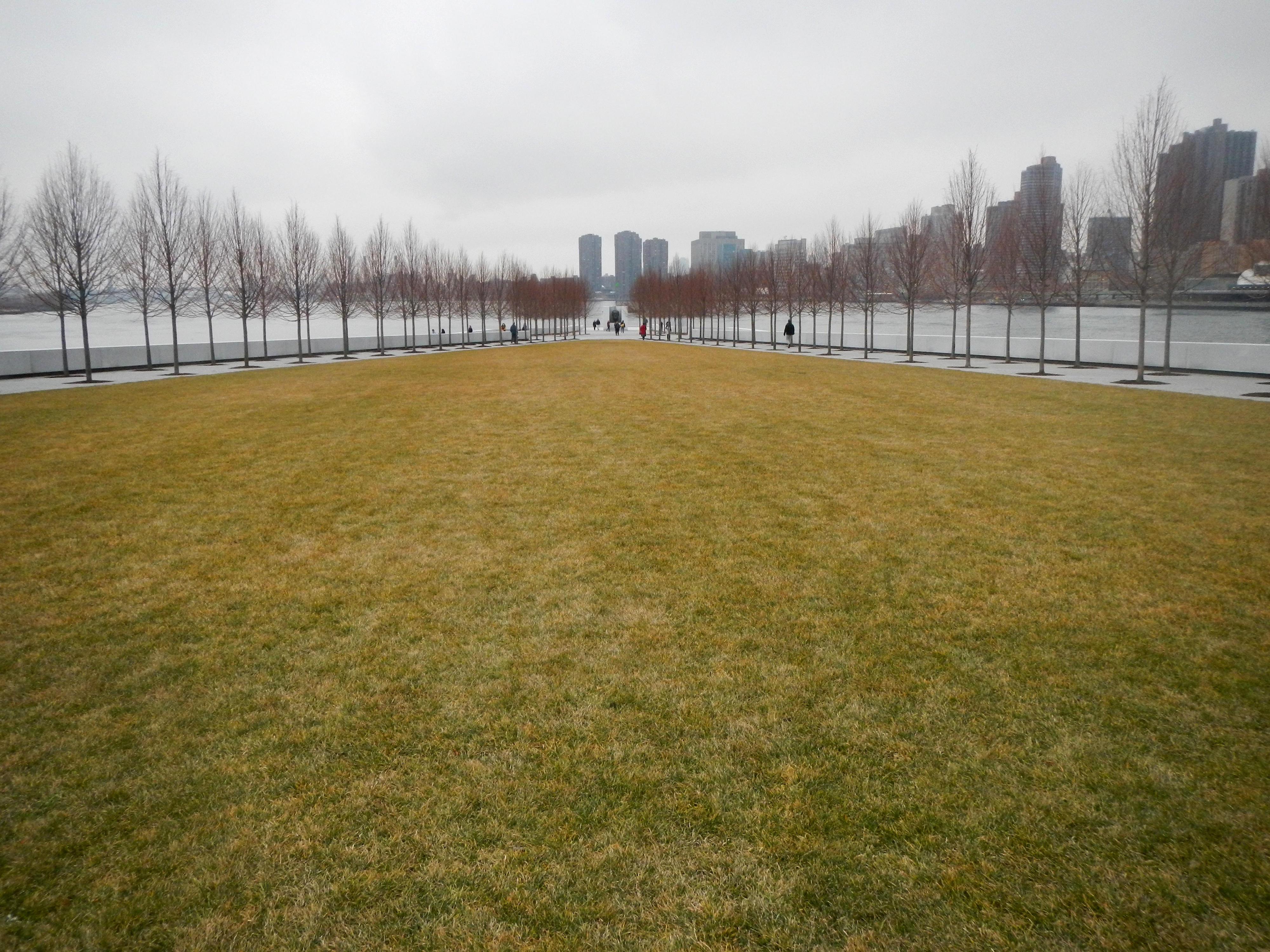 File:FDR 4 Freedoms lawn winter jeh.jpg