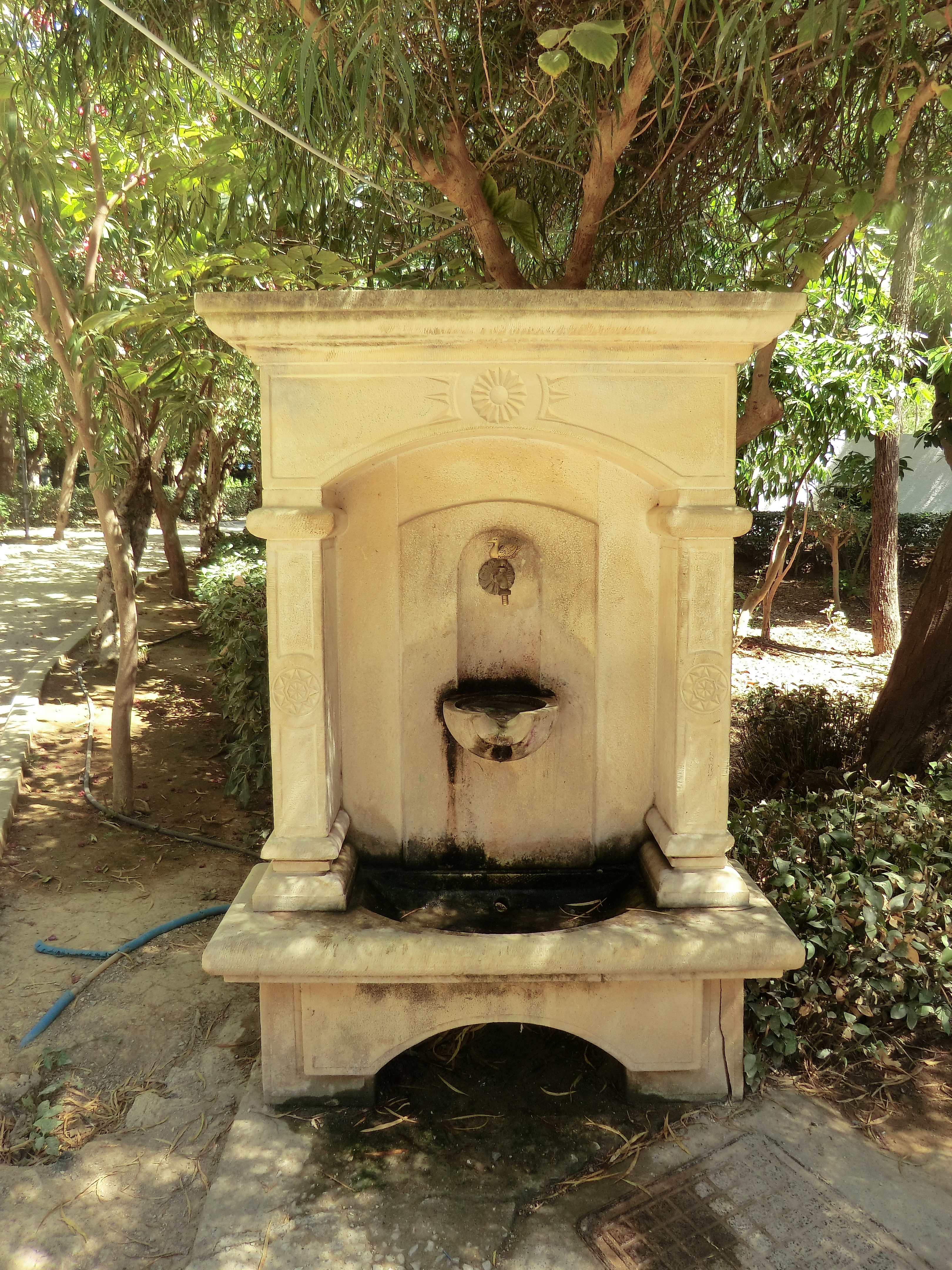 file fontaine jardin municipal de r thymnon jpg wikimedia commons. Black Bedroom Furniture Sets. Home Design Ideas