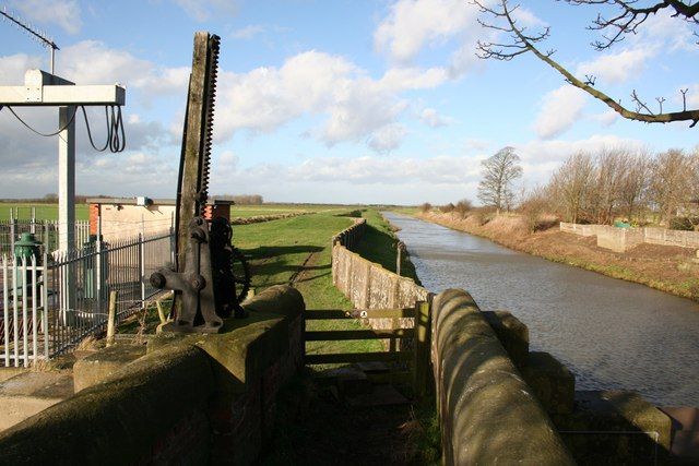 Footpath by the Louth Canal - geograph.org.uk - 680116