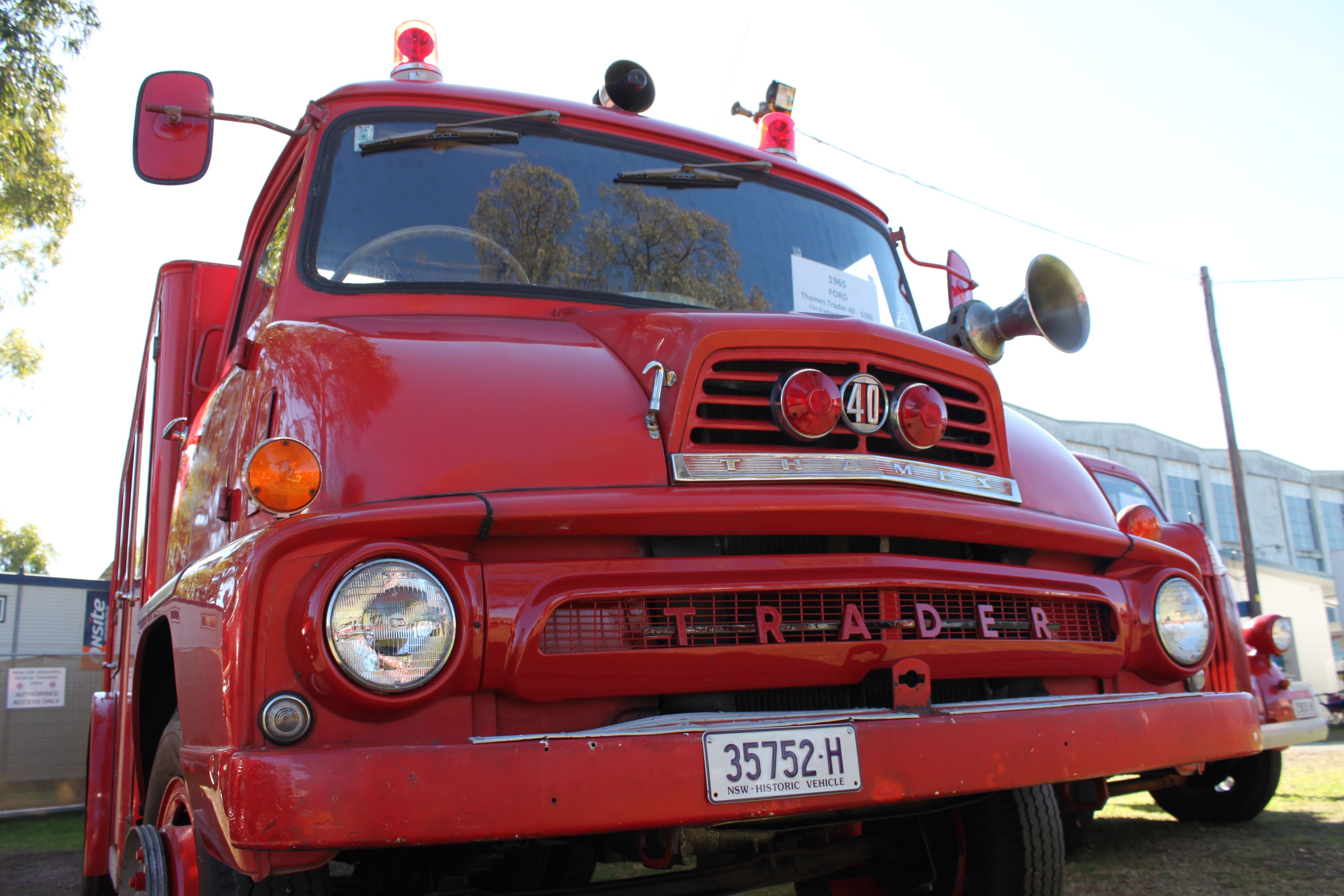File:Ford Thames Trader Fire Truck (15625429070).jpg - Wikimedia Commons