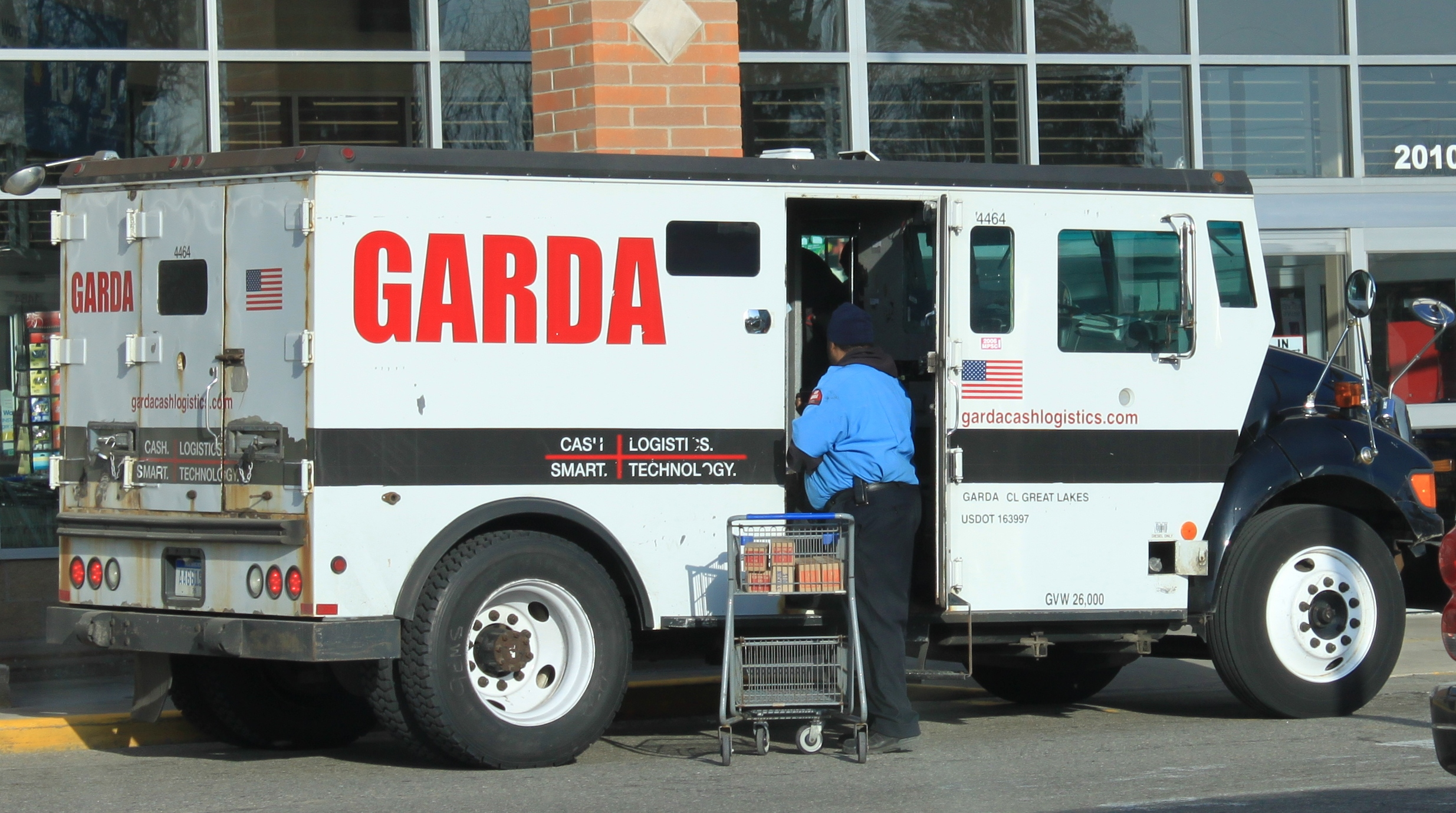 Garda_armored_car_Ypsilanti_Township_Mic