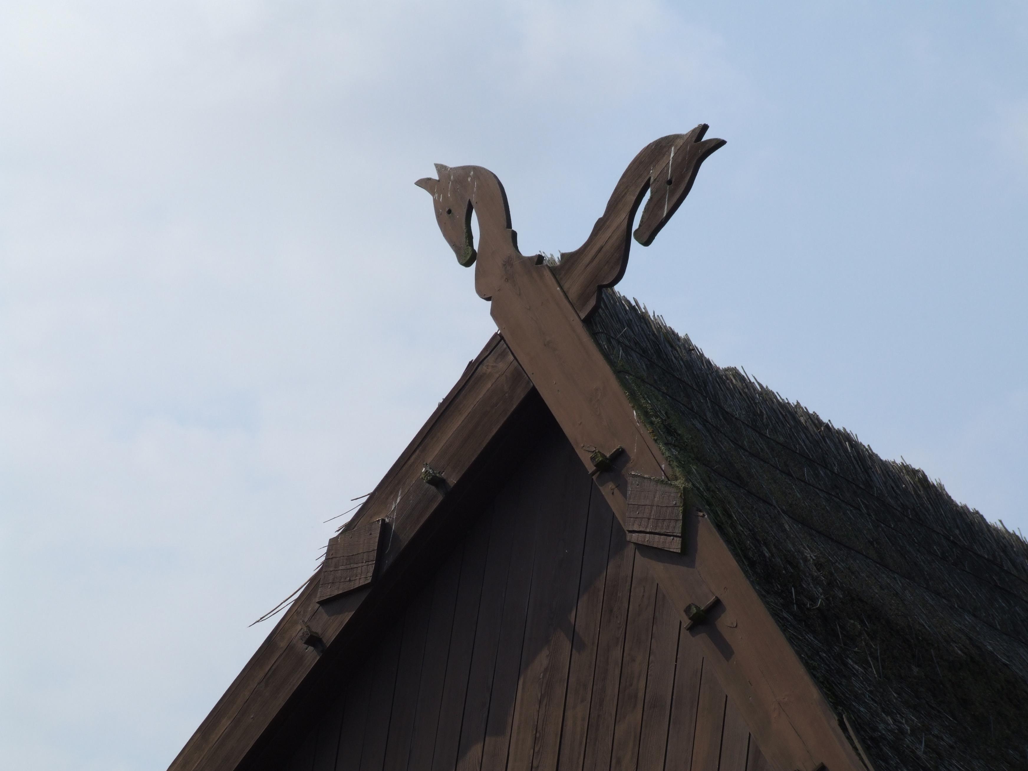 Деревянный конек на крышу своими руками 20