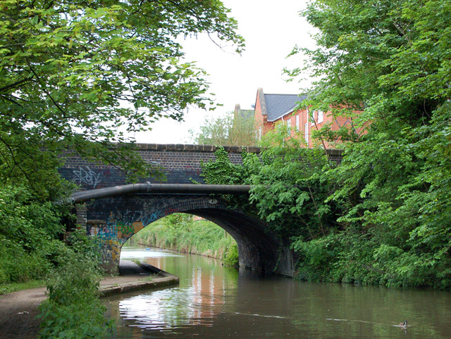 Grand Union Canal, Bridge 41 looking east, Leamington - geograph.org.uk - 1316200