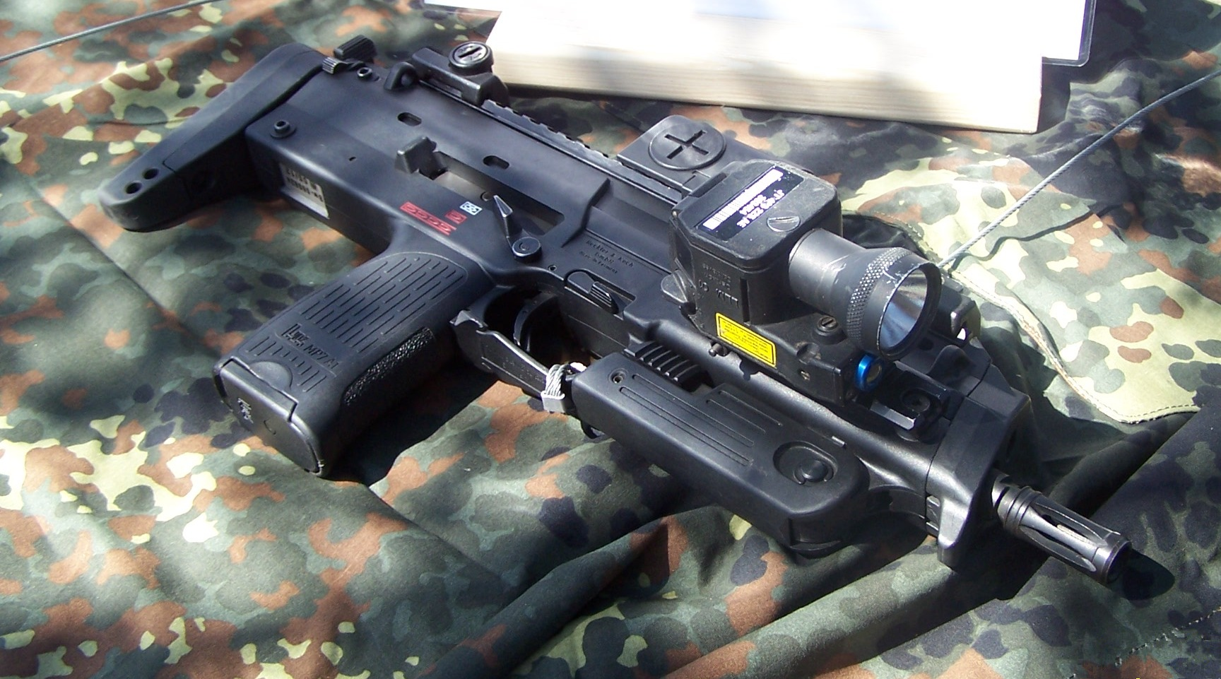 K 11 Gun File:HK MP7 2.jpg - Wi...