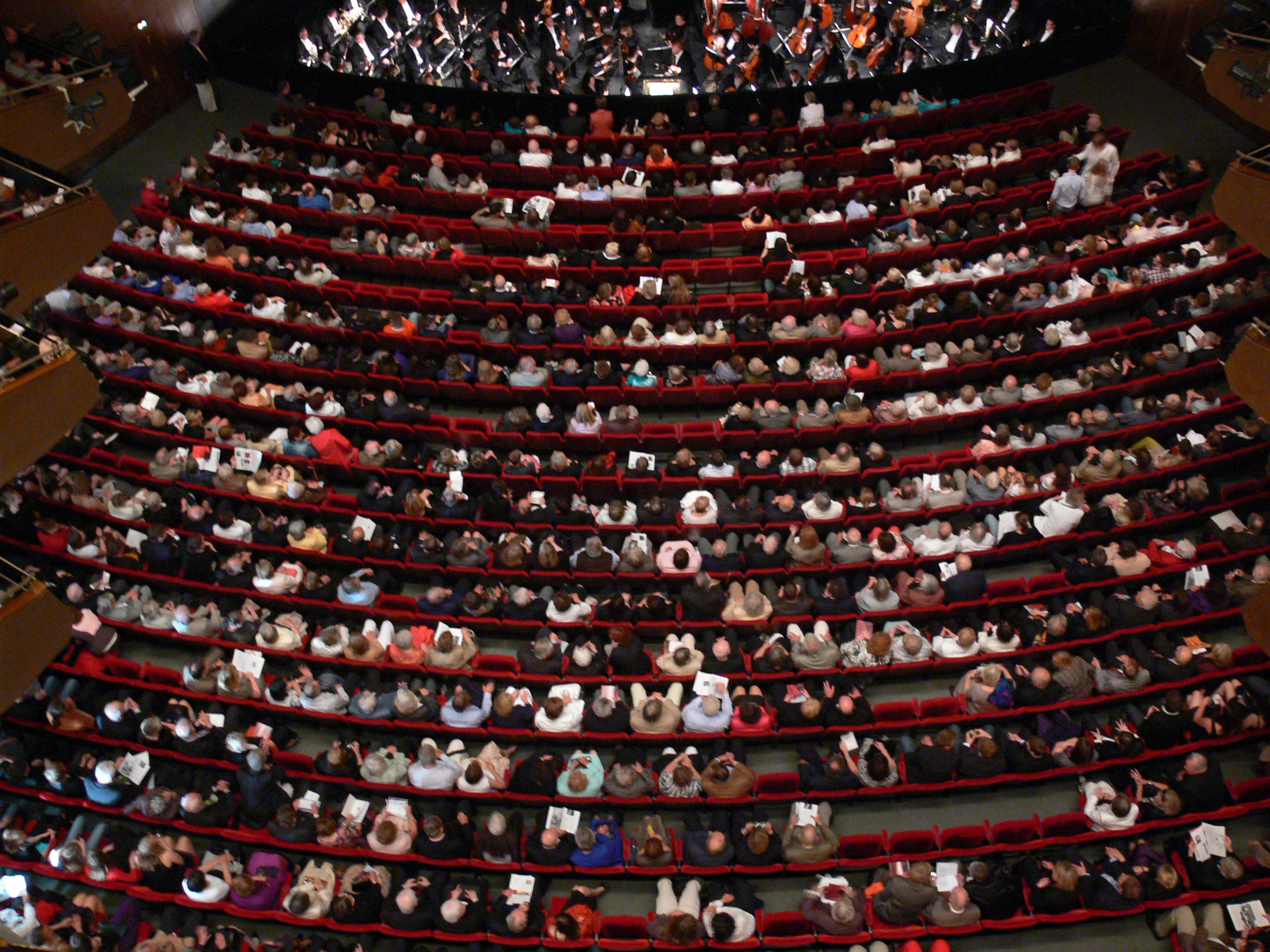 File:Hamburg Staatsoper Zuschauerraum 07.jpg - Wikimedia ...