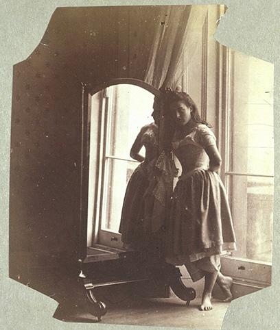 http://upload.wikimedia.org/wikipedia/commons/1/13/Hawarden-clementina-maude-1862-3-mirror.jpg