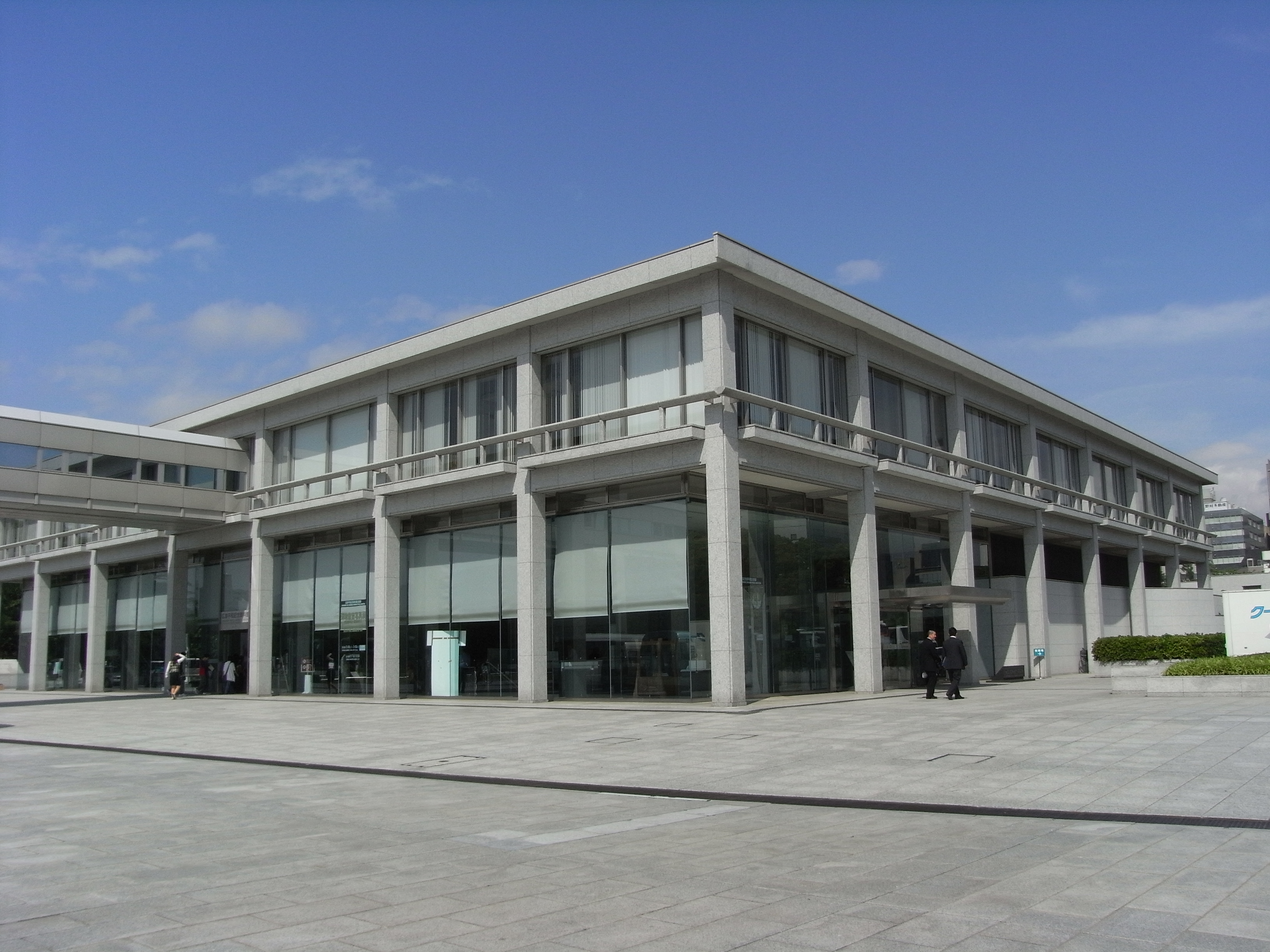 File:Hiroshima Peace Memorial Museum 2008 03.JPG