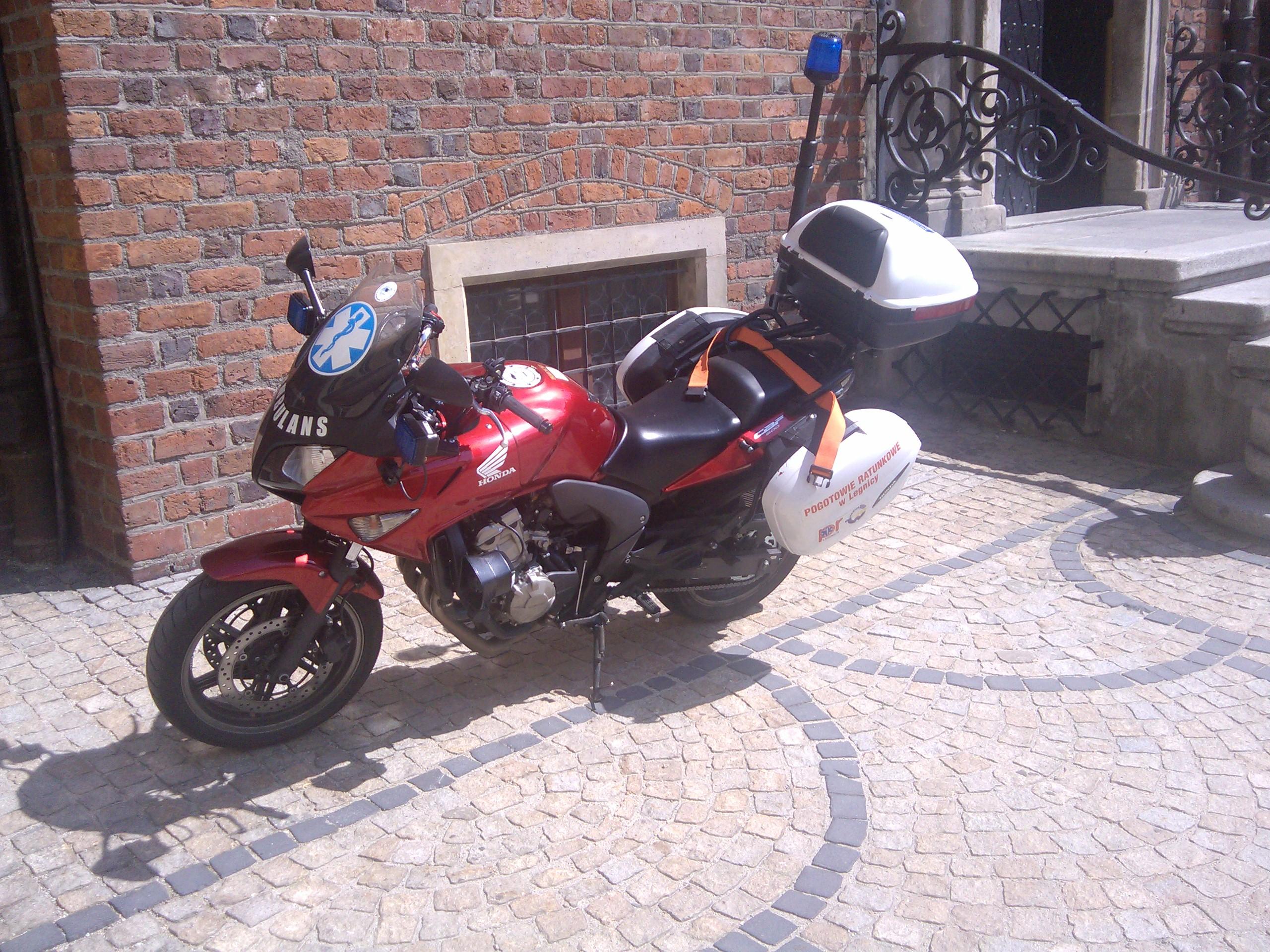 File:Honda CBF 600 Rettungsdienst.jpg - Wikimedia Commons