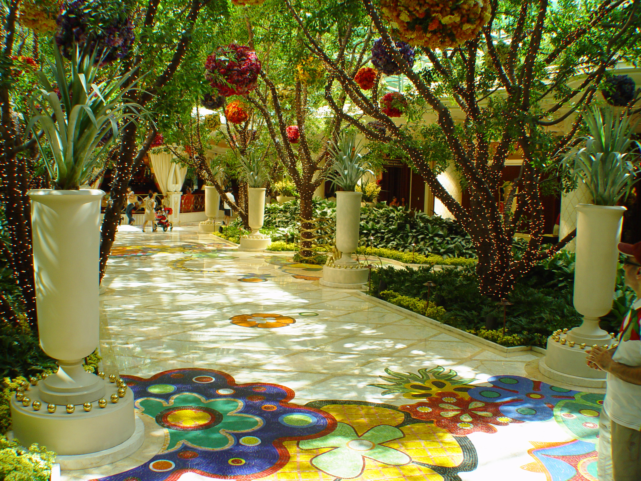 File inside the wynn hotel 3838211367 jpg wikimedia for Cost to build a hotel