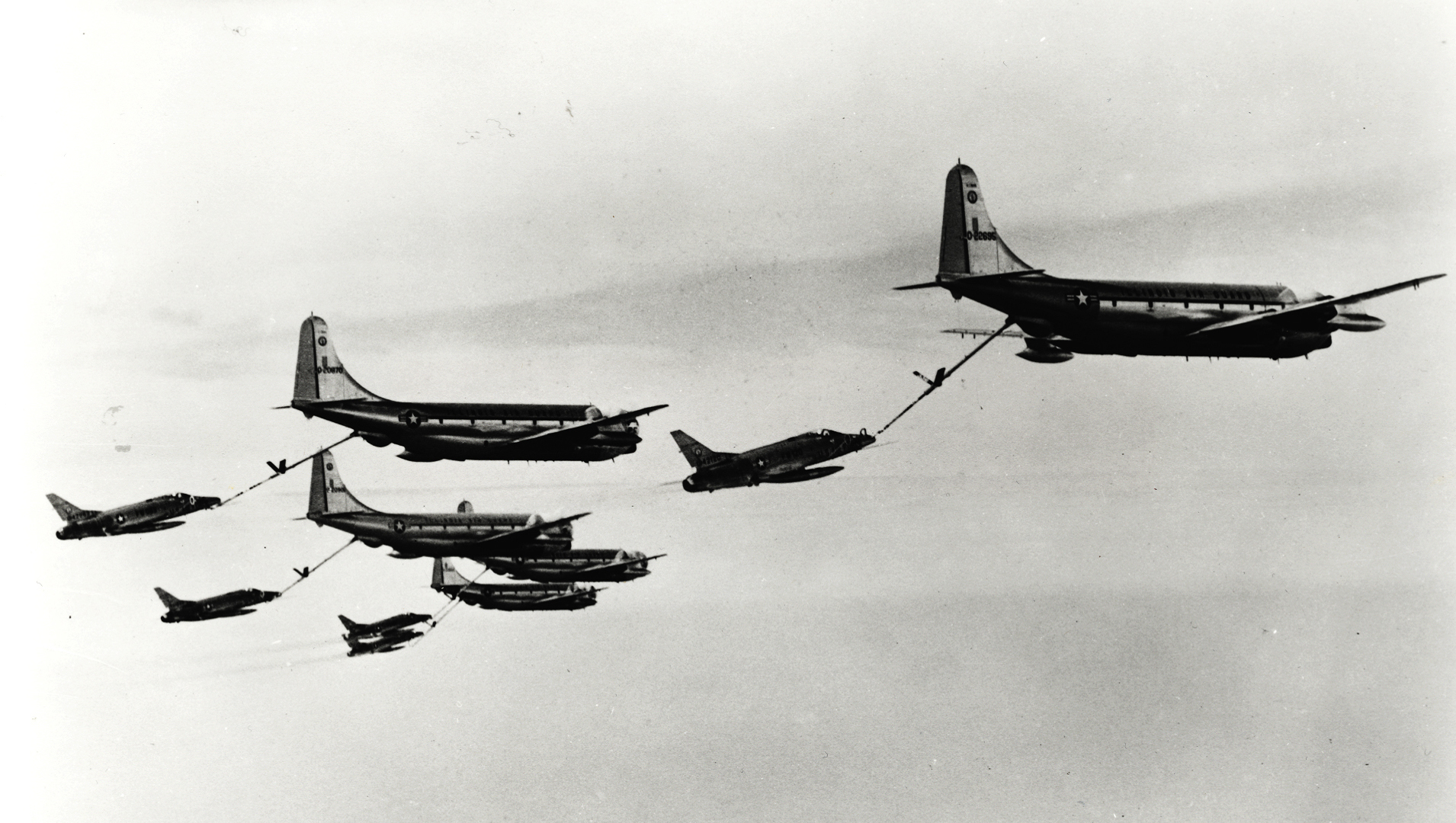 KC-97G_Illinois_ANG_refueling_F-100C_DC_