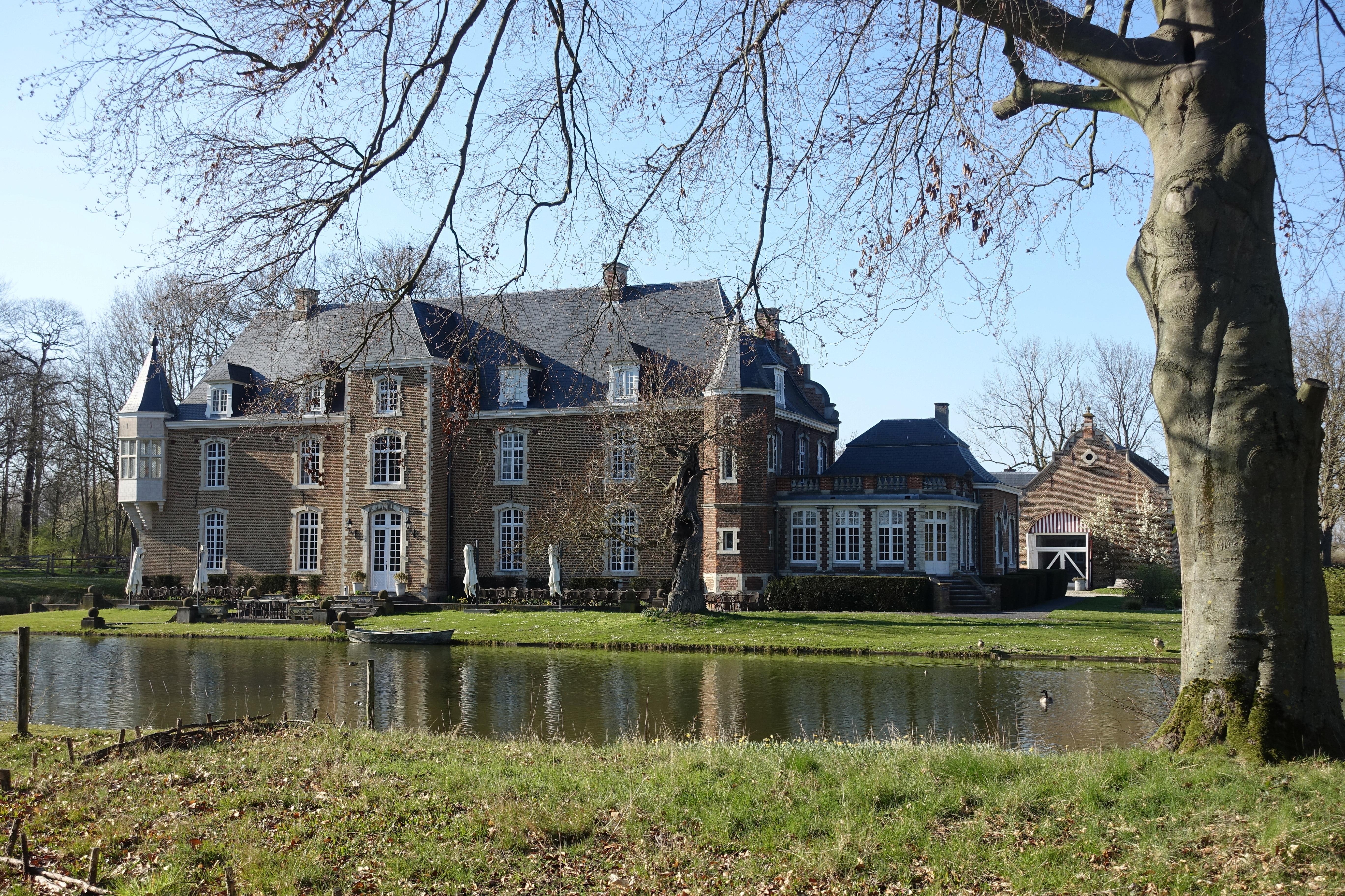 hereby publish it under the following license: English Dutch Kasteel van Bets Geetbets author name string: Eebie URL: https://commons.wikimedia.org/wiki/user:Eebie