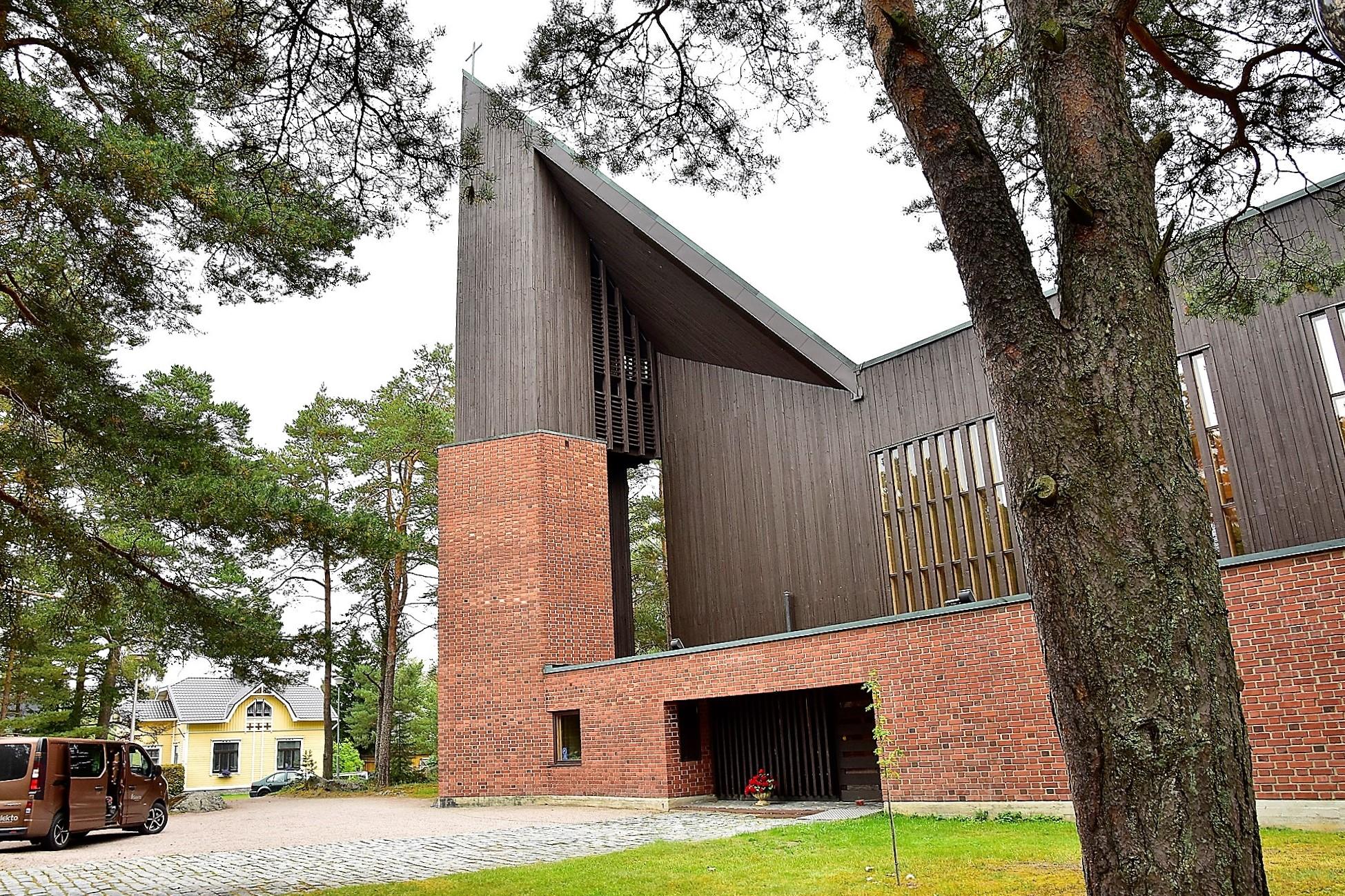 Kyrkan i Kaskö, i september 2018.jpg