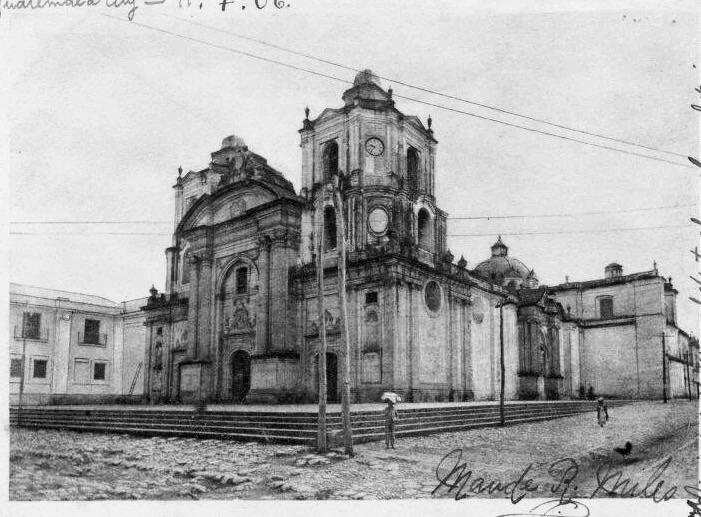 Iglesia de la Merced en 1906. Fotografía de Maude R. Miles, tomada de Wikimedia Commons.