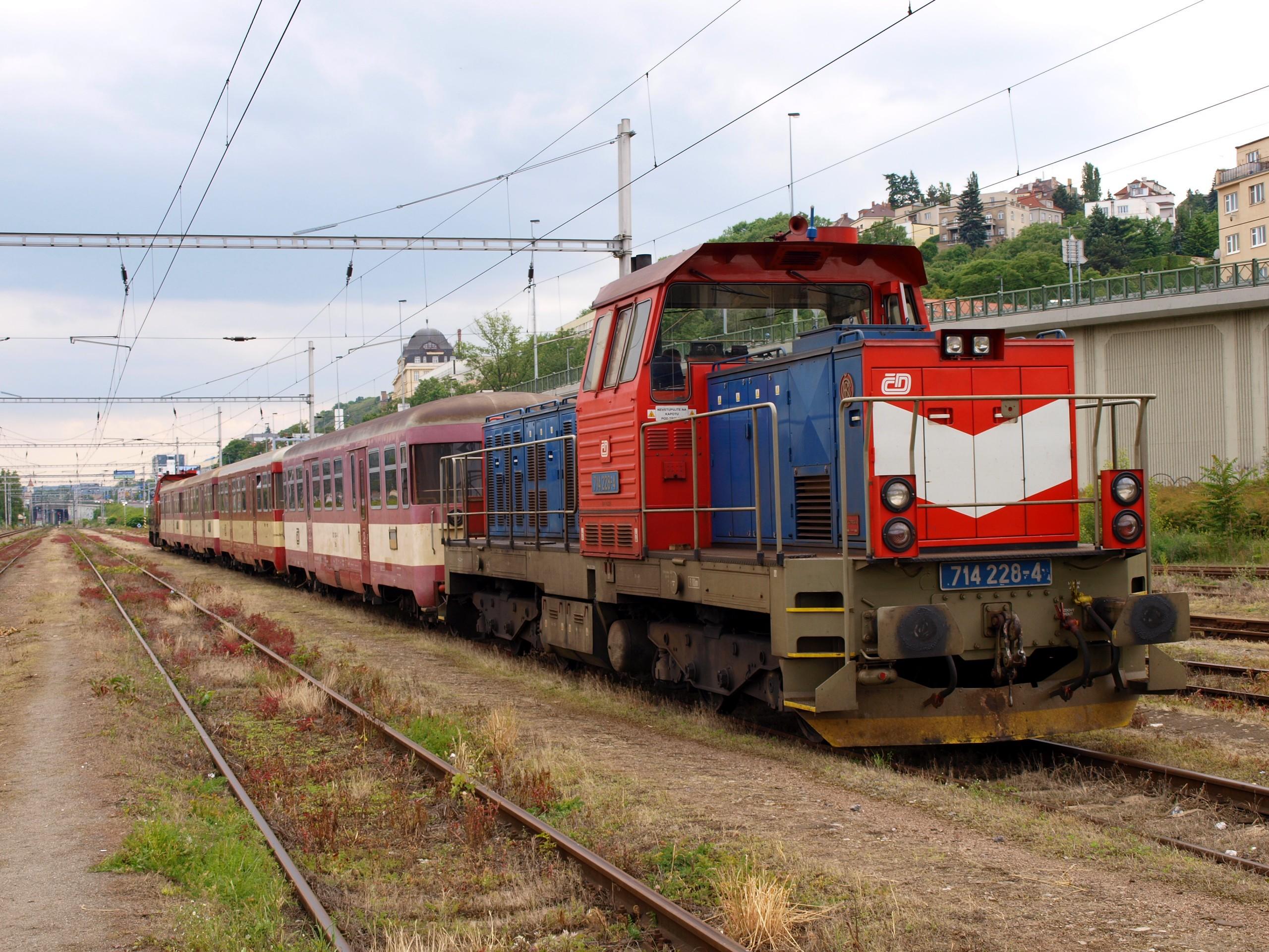 File:Lokomotiva 714, Praha-Smíchov severní nástupiště.jpg