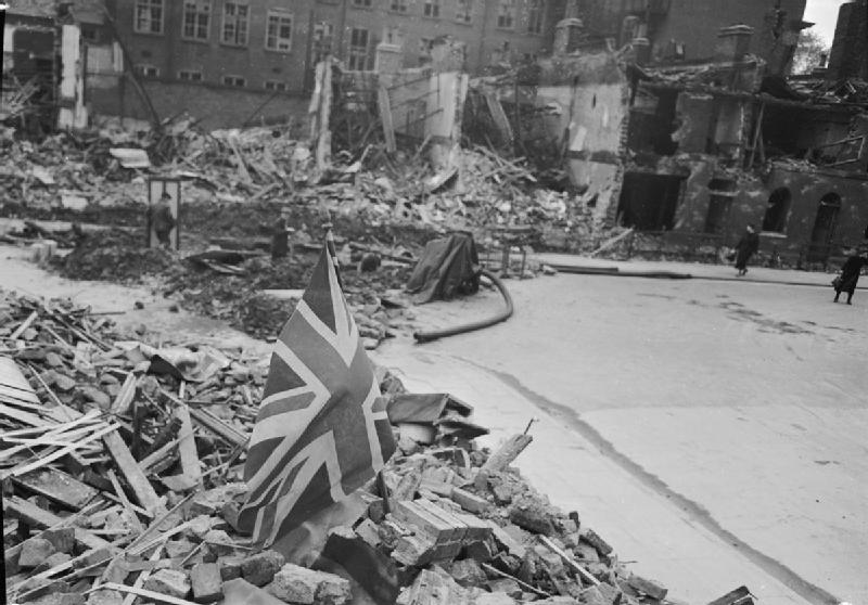 FileLondon Shows The Flag Life Goes On In Wartime London England