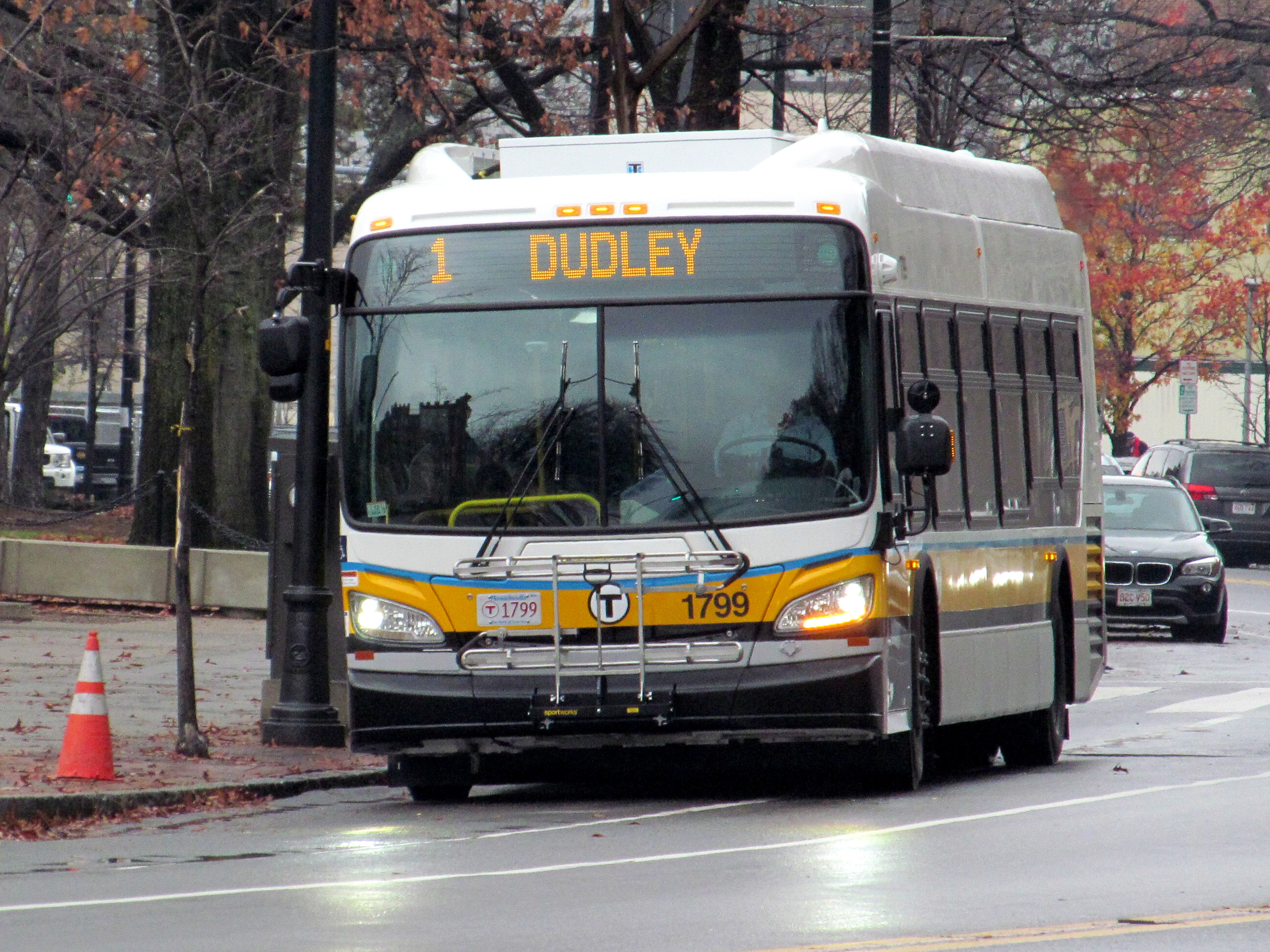 File:MBTA route 1 bus at MIT, December 2016.JPG - Wikimedia Commons