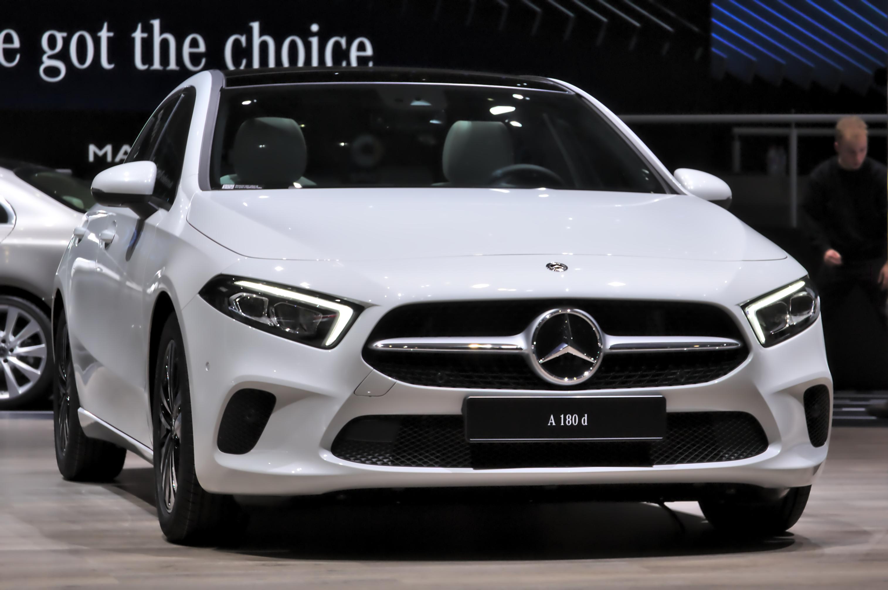 Mercedes-Benz_A180d_Genf_2018.jpg?profile=RESIZE_710x