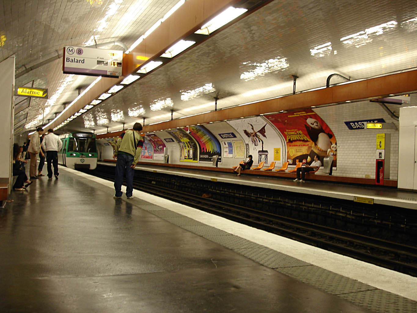 file metro paris ligne 8 station bastille wikimedia commons. Black Bedroom Furniture Sets. Home Design Ideas