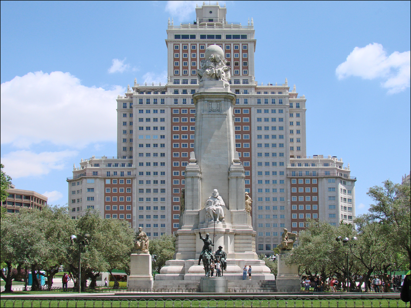 File:Monumento a Cervantes (Madrid) 20.jpg - Wikimedia Commons