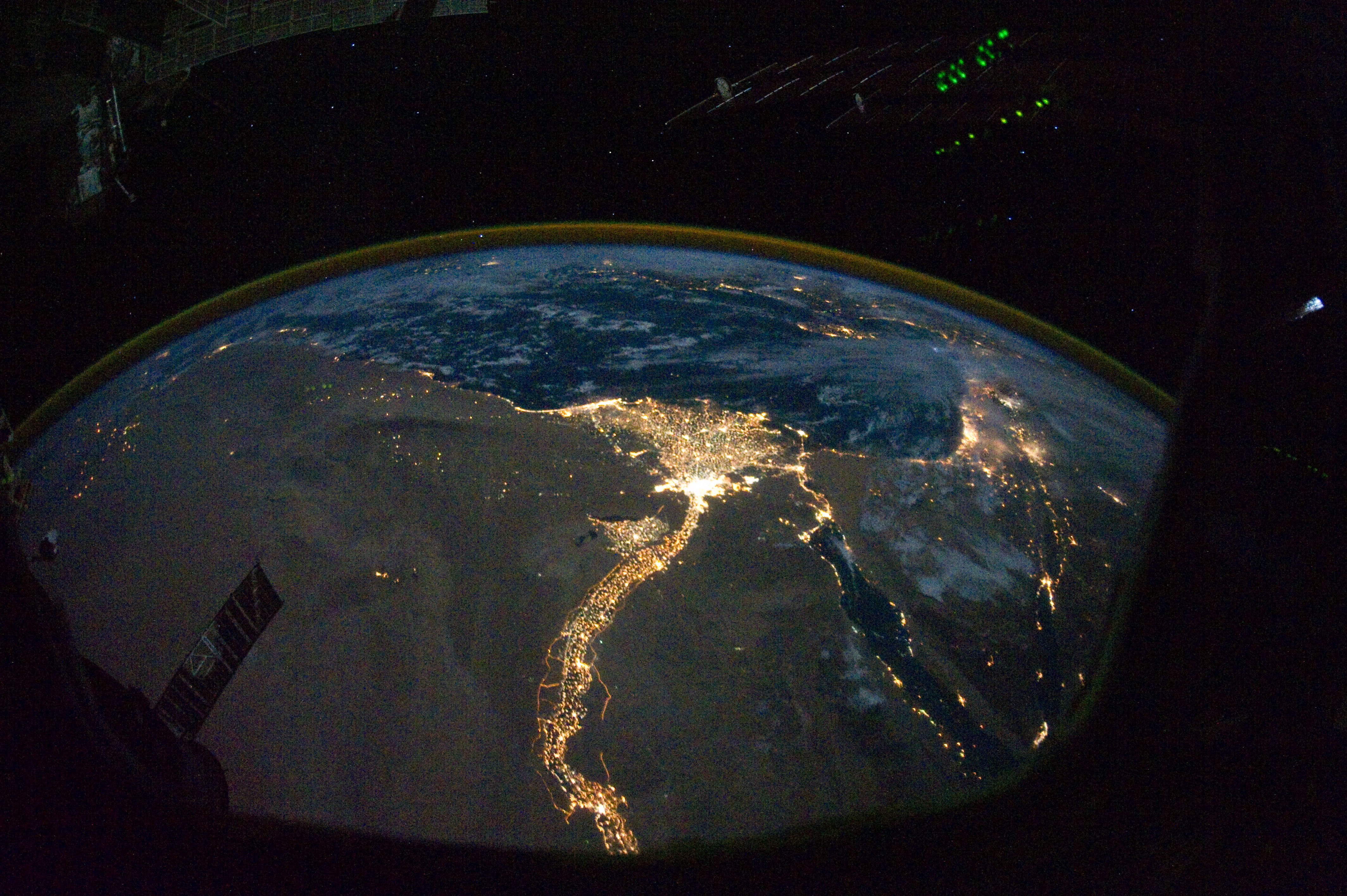 Description nile river delta at night jpg