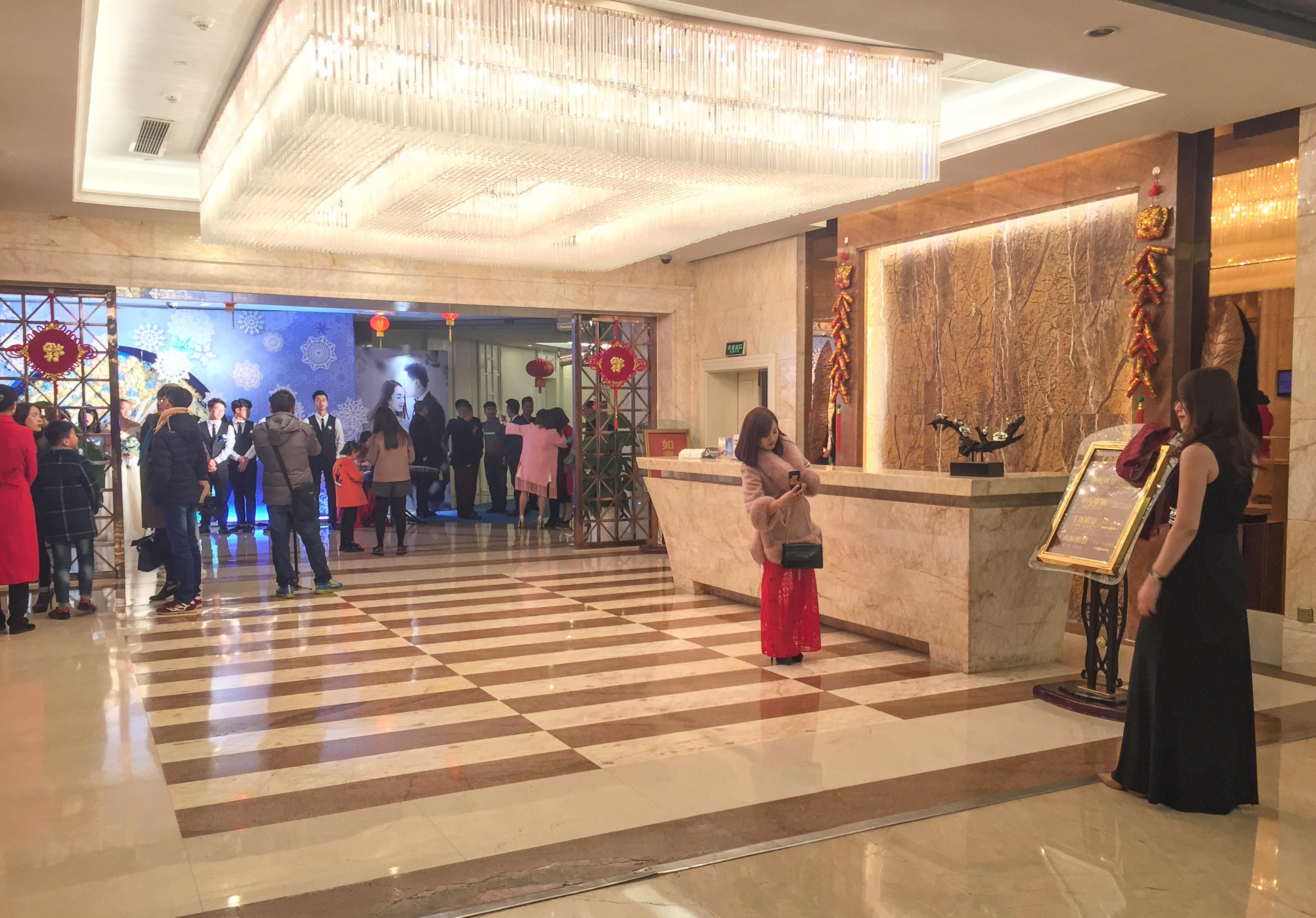 File:Outside a wedding in Grand Honor Hotel Pingtan ...