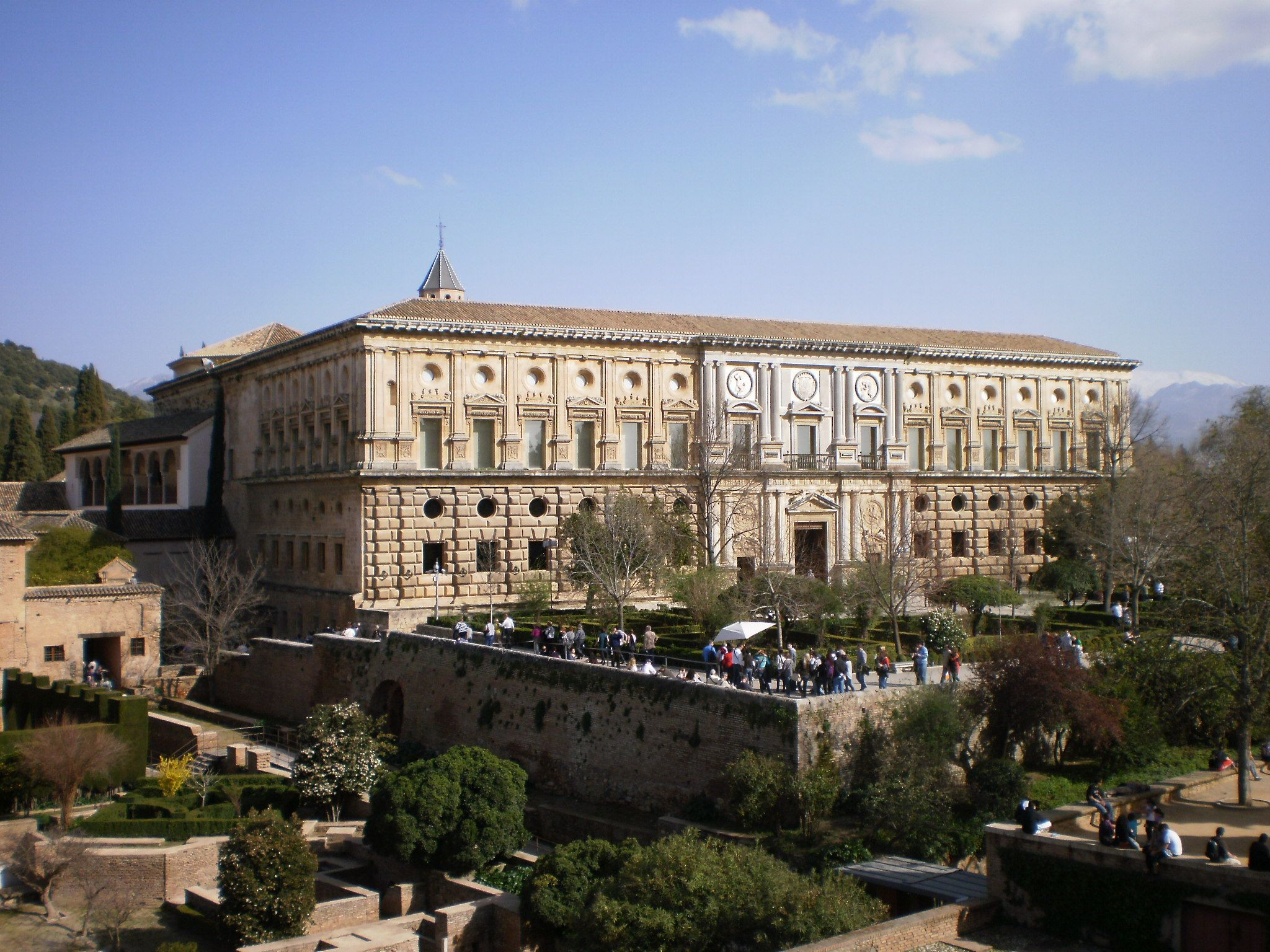 File:Palacio de Carlos V 04.JPG