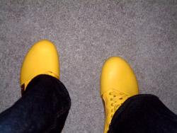 The distinctive yellow Pumas worn by Rand Fishkin