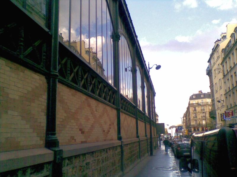Fichier:Rue-de-chabrol-et-marche-saint-quentin-paris-X.jpg